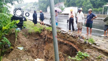 Giao thông Phú Yên thiệt hại gần 100 tỷ đồng do mưa lũ