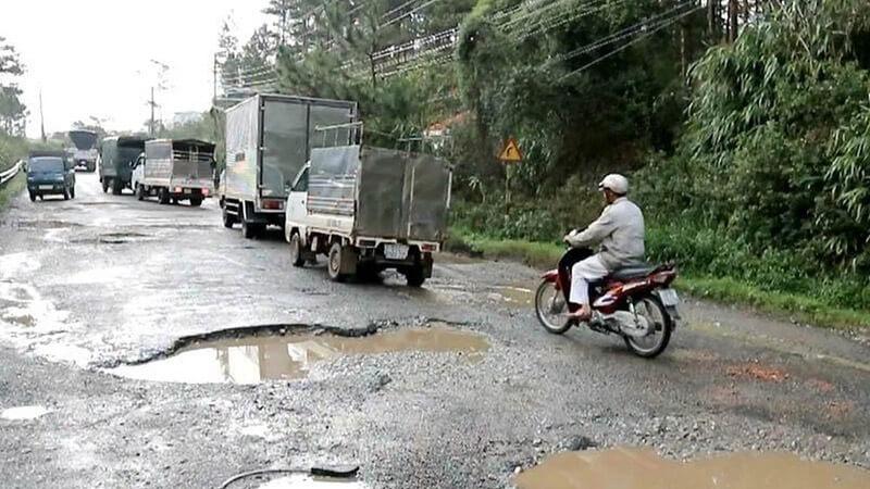 Cơ sở hạ tầng giao thông kém gây ảnh hưởng nghiêm trọng đến hoạt động vận tải vào mùa mưa