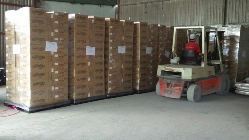 Đóng gói hàng hóa kỹ càng để hạn chế bị thấm nước khi vận chuyển hàng vào mùa mưa