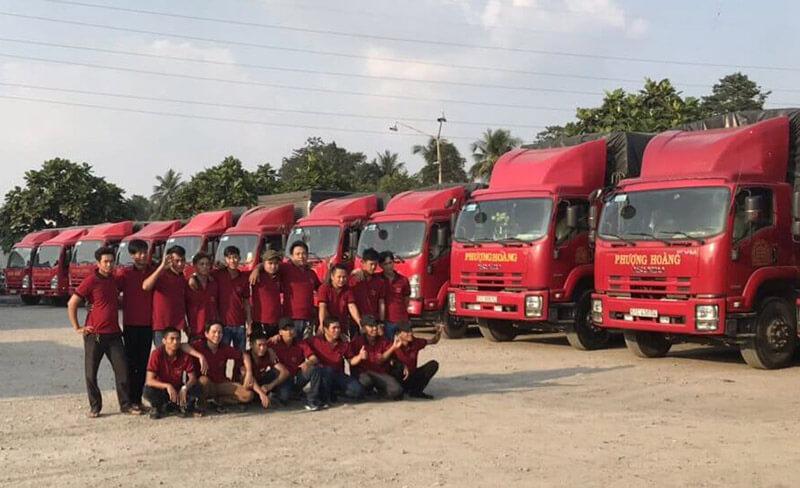 Phượng Hoàng sở hữu đội xe mạnh hơn 100 chiếc và đội ngũ tài xế có kinh nghiệm chuyên môn