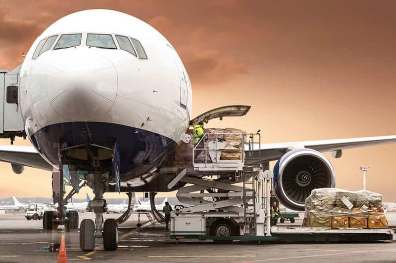 Hình thức chuyển hàng nhanh bằng đường hàng không có cước phí cao